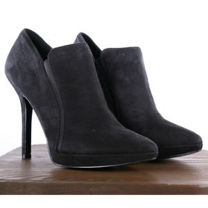 Nine West  Suede Pointy toe ankle bootie size 9